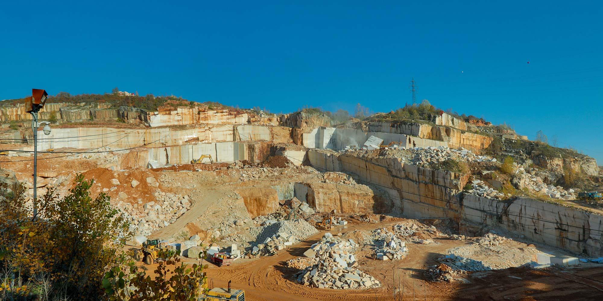 EURO MAS SRL - La nostra cava di marmo italiano originale Botticino
