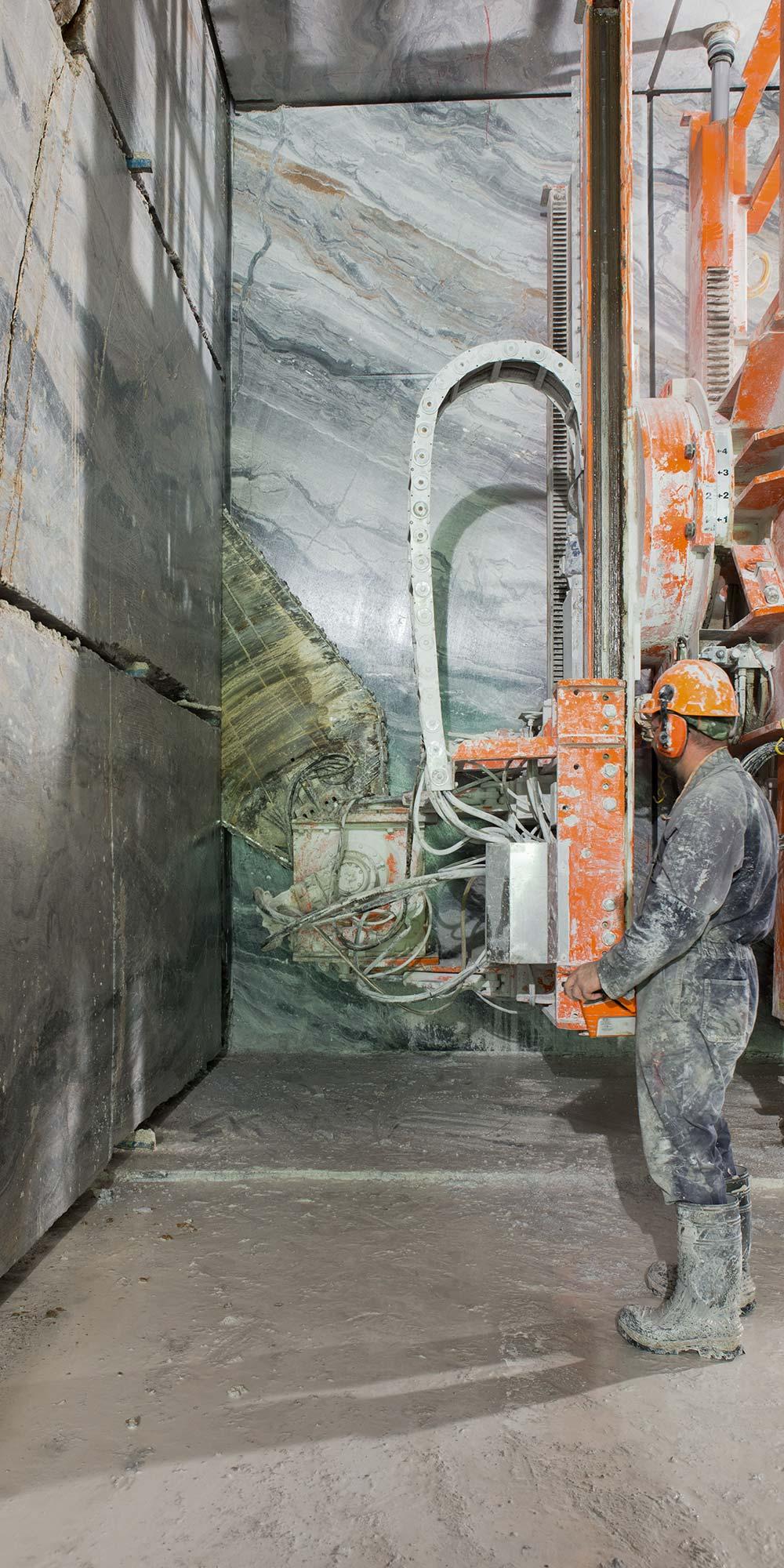 EURO MAS SRL - Cava di marmo italiano arabescato orobico, estrazione in tunnel