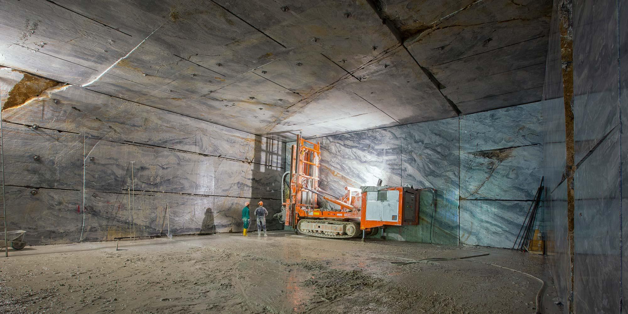 EURO MAS SRL - Cava in tunnel di marmo Arabescato Orobico italiano
