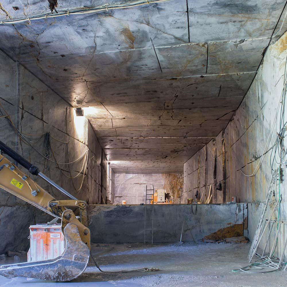 EURO MAS SRL - Escavazione in tunnel di marmo Arabescato Orobico italiano