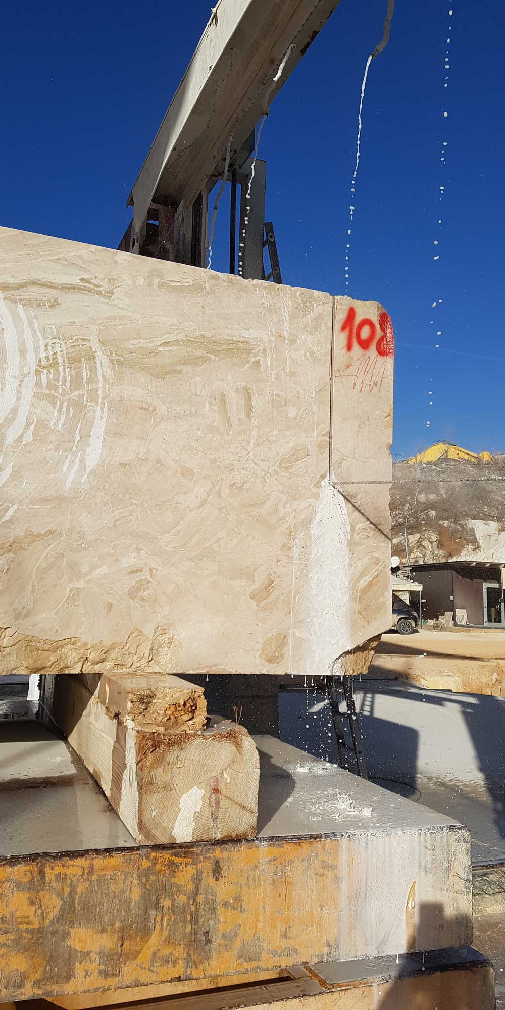 EURO MAS SRL - Italian Breccia Oniciata Marble Quarry