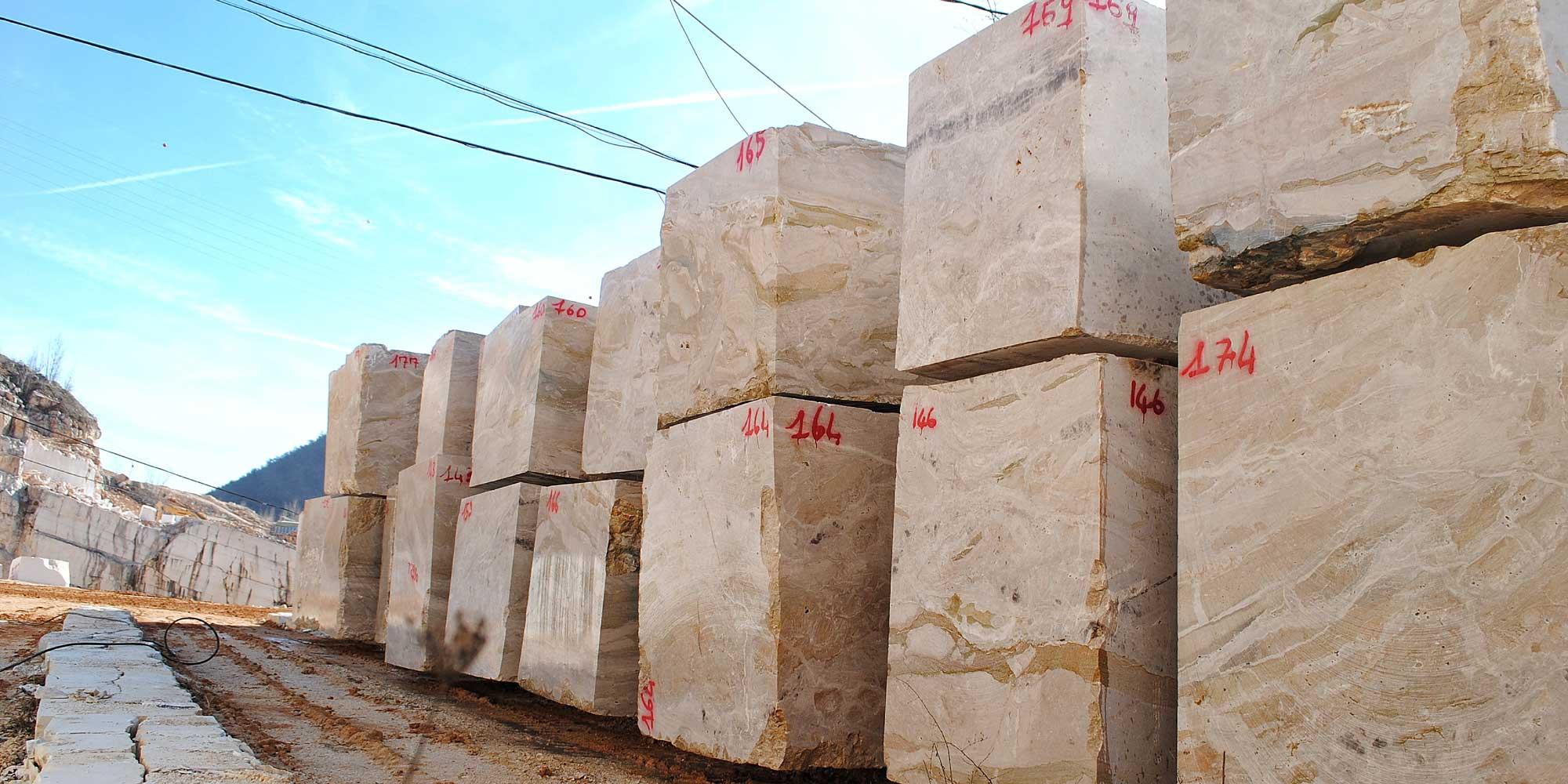EURO MAS SRL - Quarry blocks of Italian Breccia Oniciata marble